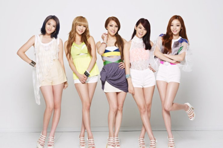 Fans of girl group KARA are more likely to see the performance on a Japanese stage as the five members have focused largely on the Japanese stage, wherein lies the bigger profit in music.  / Korea Times file
