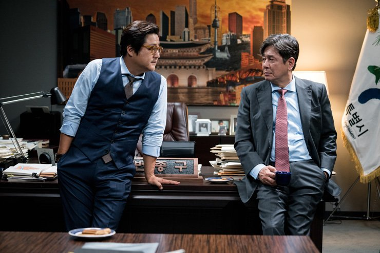 Kwak Do-won, left, and Choi Min-sik in the scene of 'The Major' / Courtesy of Showbox