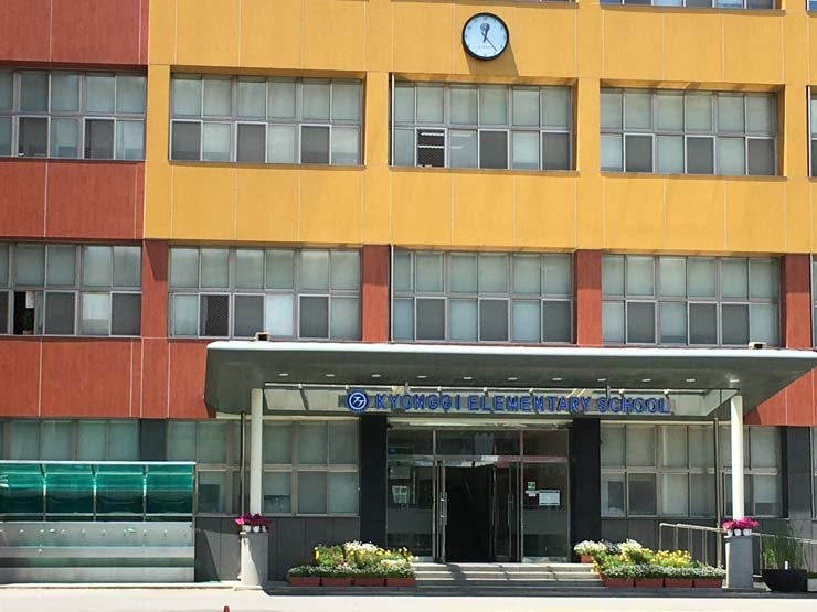 Kyonggi Elementary School in Seoul allegedly skimmed the wages of its foreign teachers. / Korea Times file