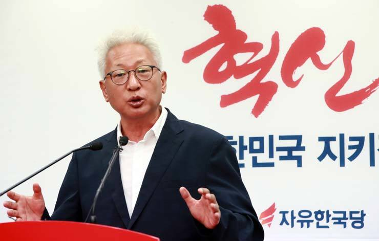 Lew Seok-choon, a sociology professor at Yonsei University, led the reform committee of the main opposition Liberty Korea Party in 2017. / Korea Times file