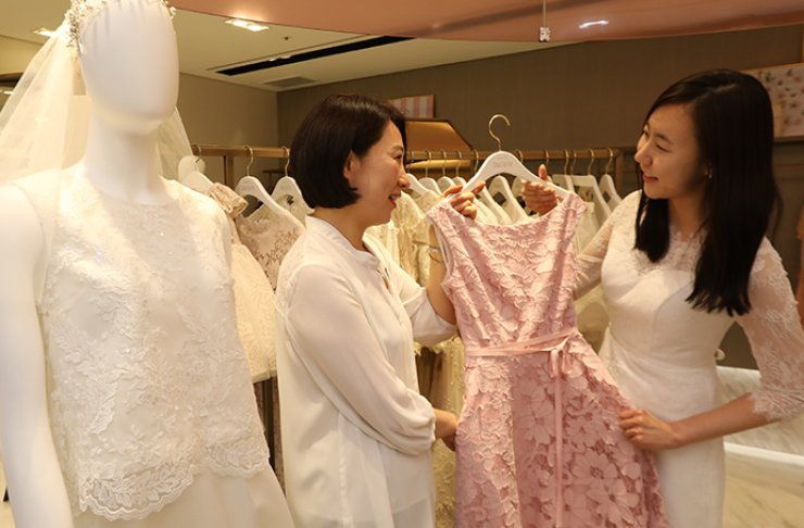 A photo shows how customers can rent special occasion wear at Salon de Charlotte, which has locations at the Lotte Department Store in downtown Seoul and more recently in Jamsil, as people gradually start to rent rather than purchase clothes. / Courtesy of Lotte Department