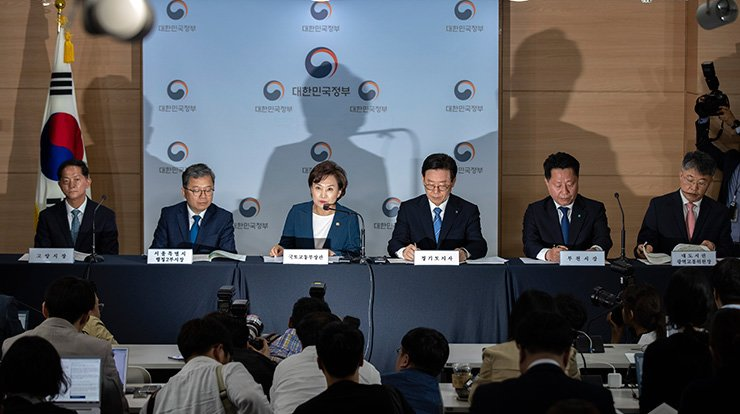 Land Minister Kim Hyun-mee speaks during a press conference at the government complex in Seoul, Tuesday. Korea Times photo by Shim Hyun-chul