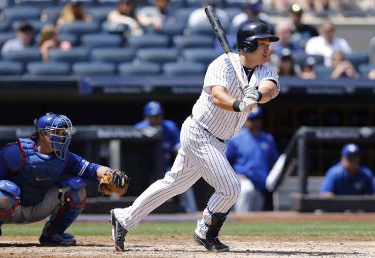 New York Yankees' Choi Ji-man makes his debut appearance at the plate in pinstripes in the third inning of a baseball game against the Toronto Blue Jays in New York, Wednesday. Choi grounded out on the play, but hit a two-run home run in his second at-bat in the fifth inning. / AP-Yonhap