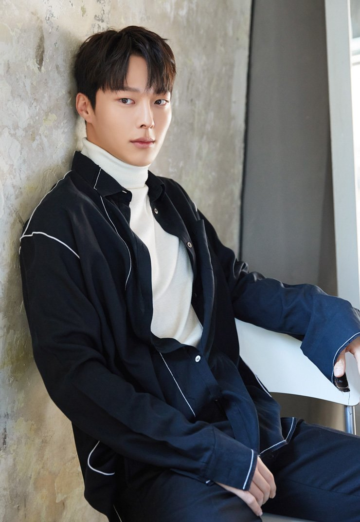 Actor Jang Ki-yong poses during an interview with The Korea Times on the recently ended KBS TV's romantic comedy 'Couple on the Backtrack' at a cafe in Seoul, Friday. / Courtesy of YG Entertainment