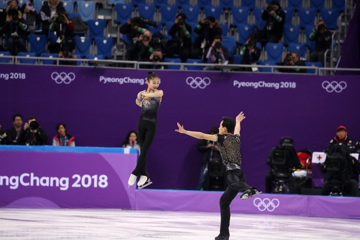 Ryom Tae-ok, left, and Kim Ju-sik of North Korea performin during the pair figure skating short program in the Gangneung Ice Arena at the 2018 Winter Olympics in Gangneung, Wednesday. / Korea Times photo by Shim Hyun-chul