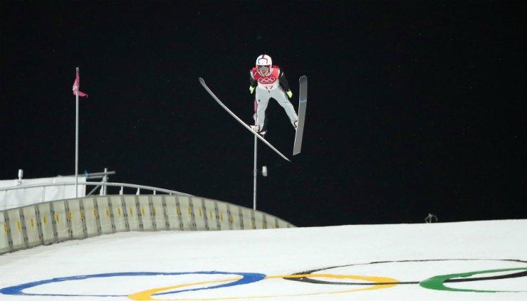 Korea's Choi Seo-u flies during his PyeongChang Olympics men's large hill ski jumping qualification round at Alpensia Ski Jumping Center, Friday. / Yonhap