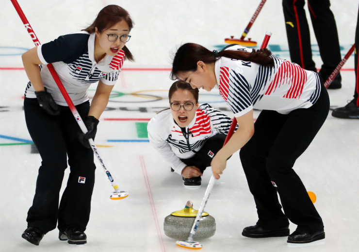 Korea cruises past China 12-5 in women's curling