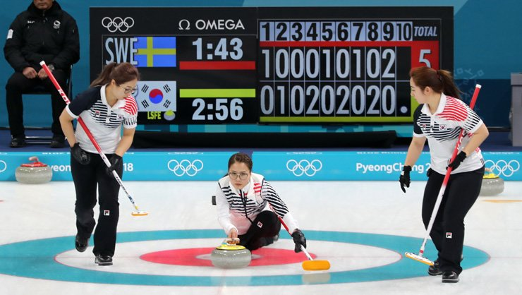 Korea's skip Kim Eun-jung launches a stone during a women's curling match against Sweden at the Gangneung Curling Center, Monday. Korea won 7-6. / Yonhap