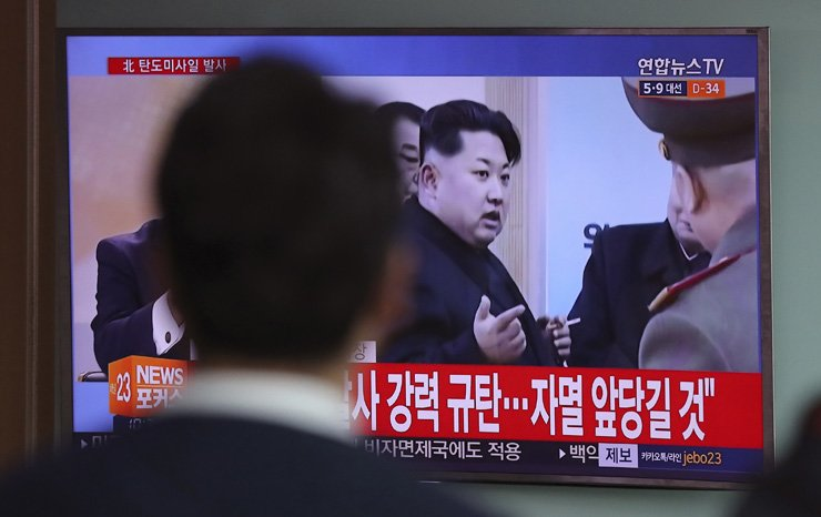 A man at Seoul Station watches a TV news program showing footage of North Korean leader Kim Jong-un, Wednesday, after Pyongyang fired a ballistic missile into the East Sea ahead of the first summit between U.S. President Donald Trump and his Chinese counterpart Xi Jinping this week. The text reads, 'North Korea fired a ballistic missile.' / AP-Yonhap