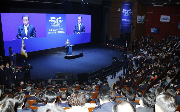 President Moon Jae-in speaks during an event at the K Art Hall in southern Seoul, Monday, celebrating the successful launch of the world's first mobile 5G services. / Yonhap