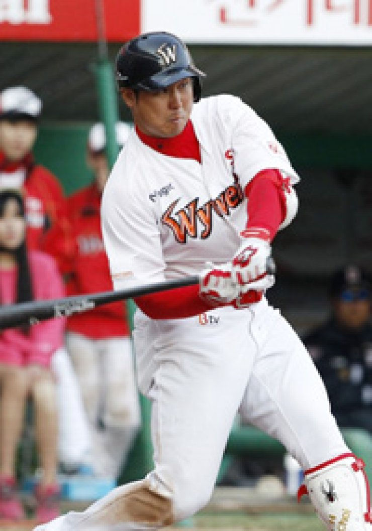 Choi Jeong of the SK Wyverns hits a two-run home run during his team's Korea Baseball Organization (KBO) League game against the Nexen Heroes at Incheon SK Happy Dream Park, Tuesday. / Courtesy of SK Wyverns