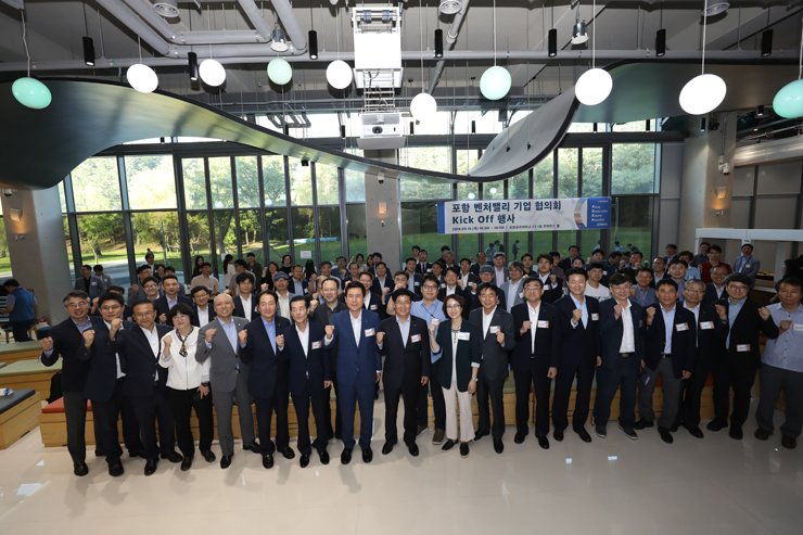 Participants of Venture Valley Company Council pose during the council's launching ceremony in Pohang, North Gyeongsang Province, Thursday. Courtesy of POSCO