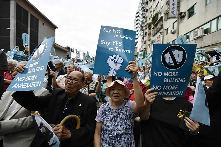 Pro-Taiwan independence activists call for the referendum on the streets in front of the headquarters of the ruling Democratic Progressive Party during a demonstration in Taipei on Oct. 20. Thousands of Taiwan independence campaigners took to the streets for a major rally that is a rebuke to Beijing and a challenge to the island's already embattled government. AFP