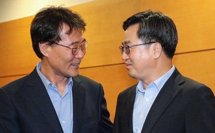 Kim Dong-yeon, right, and Jang Ha-sung / Yonhap