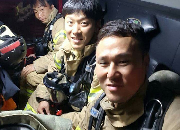 Shin Dong-guk, a firefighter who moonlights as a mixed martial arts (MMA) fighter, and his colleagues / Courtesy of Road FC