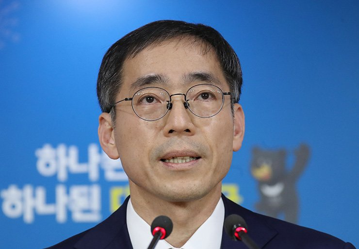 Jung Ki-joon, a senior official at the Office for Government Policy Coordination, speaks to the media at the Sejong Government Complex on Monday. / Yonhap