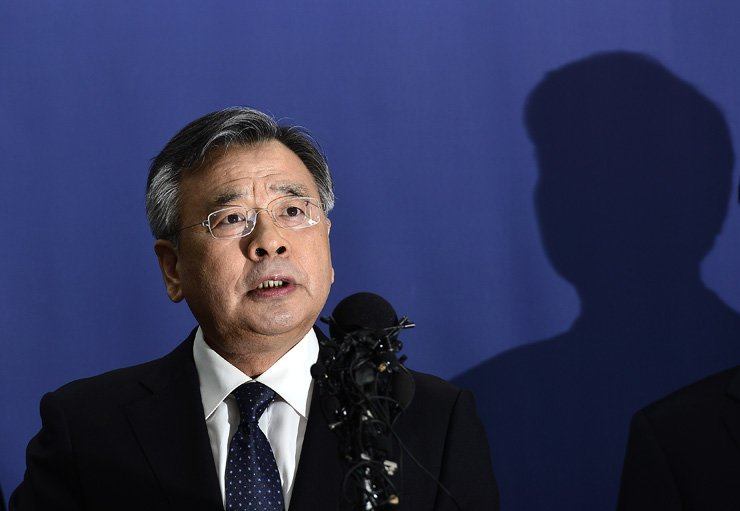 Independent Counsel Park Young-soo on Monday announced the results of the 70-day investigation of the Park Geun-hye scandal. / Korea Times photo by Shim Hyun-chul