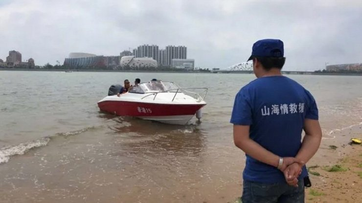 Police in east China said they recovered the bodies of the twin sisters from the sea on Monday. Qq.com