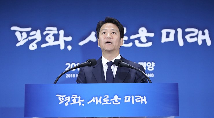 Presidential chief of staff Lim Jong-seok speaks during a media conference at the press center in Seoul, Monday, ahead of the intern-Korean summit scheduled to be held on Tuesday and Wednesday. Yonhap
