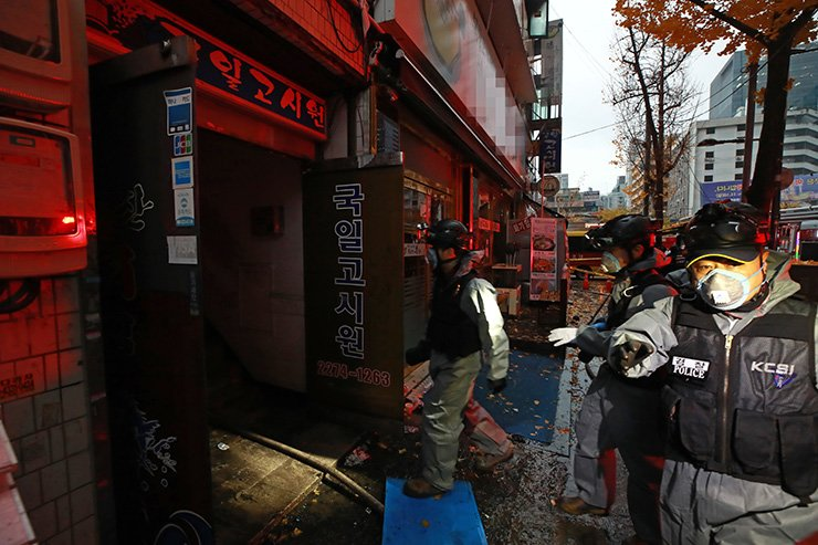 Firefighters enter the housing facility after the fire broke out in Seoul, Friday. Yonhap