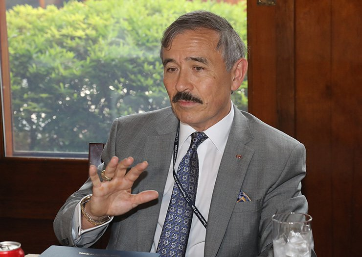 U.S. Ambassador to Seoul Harry Harris speaks to reporters at his residence in Seoul, Thursday. Yonhap