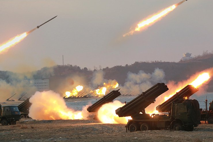 South Korea proposed that North Korea move its long-range artillery away from the heavily fortified border in an effort to reduce tensions during last week's cross-border military talks. Yonhap