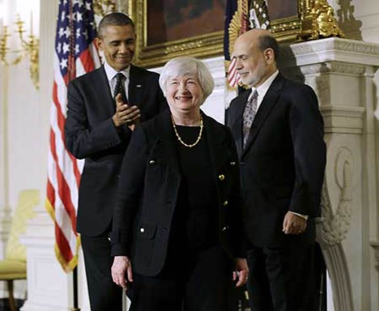 U.S. President Barack Obama applauds as he walks out of the State Dining Room of the White House in Washington, Wednesday, with outgoing Federal Reserve Chairman Ben Bernanke, right, and Janet Yellen, his nominee to replace Bernanke. Yellen, who currently holds the No. 2 spot at the Fed, will replace Bernanke, whose eight-year tenure at the helm of the powerful central bank, ends Jan. 31. Related stories on page 20 AP-Yonhap