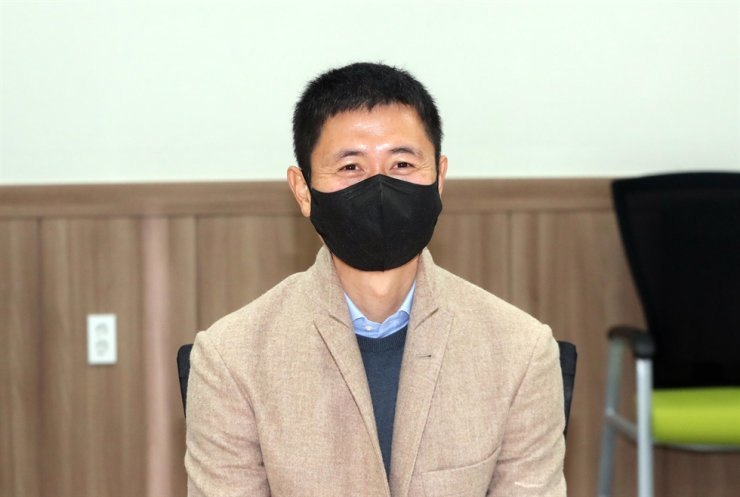 Former South Korean national footballer Lee Younng-pyo smiles after becoming the new CEO of Gangwon FC of the K League 1 at Gangwon Sports Council's headquarters in Chuncheon, Gangwon Province, Tuesday. /Yonhap