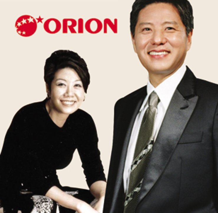 Orion Group Vice Chairwoman Lee Hwa-kyung, left, and Chairman Dam Chul-gon.