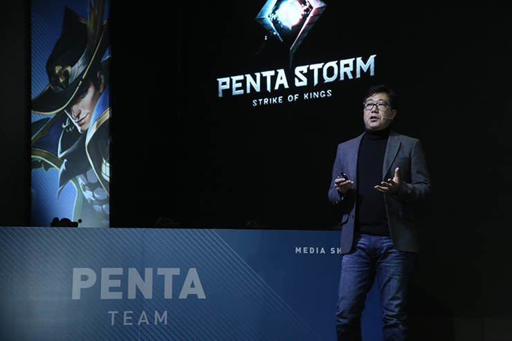 Netmarble Games' mobile business head Han Ji-hoon introduces new mobile game 'Penta Storm' during a press conference at the GLAD Hotel in Yeouido, Seoul, Wednesday. Courtesy of Netmarble Games