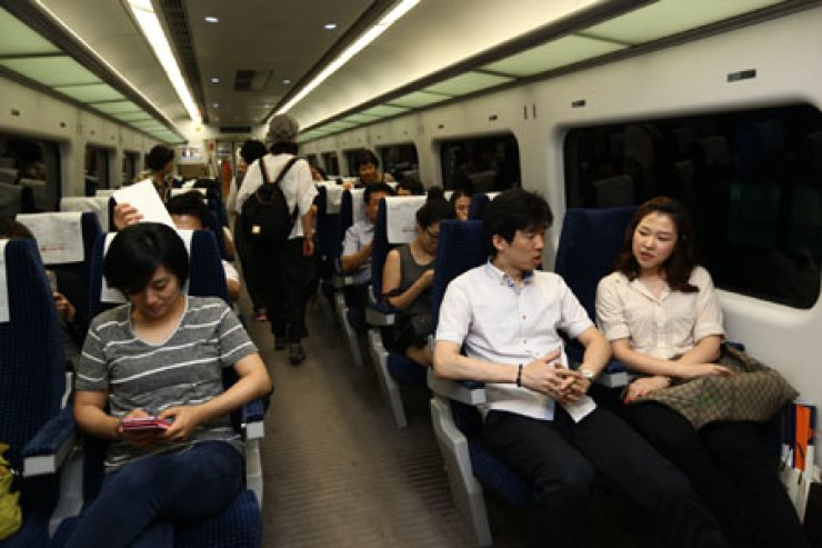 Passengers take an Airport Railway (AREX) train, which connects the Incheon International Airport and Seoul Station.  / Courtesy of AREX