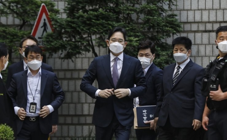 A South Korean court on Tuesday denied an arrest warrant request for Samsung Group heir Jay Y. Lee after prosecutors accused him of accounting fraud and stock manipulation. Korea Times photo by Shim Hyun-chul