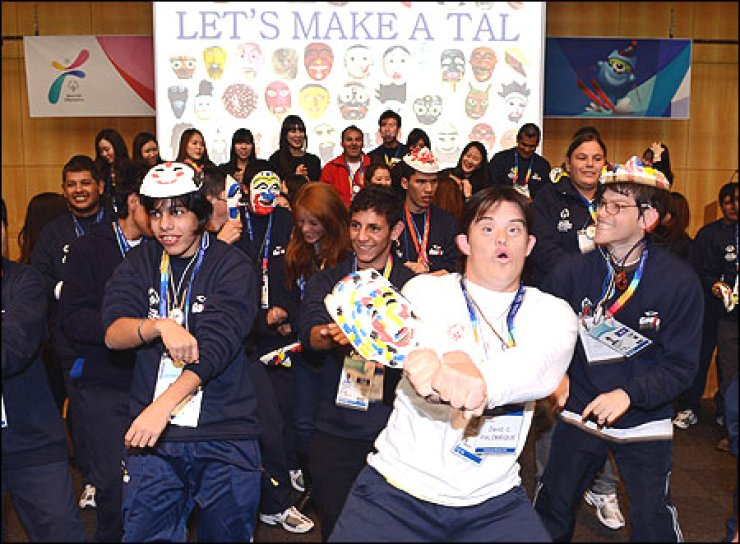 Argentine athletes who will take part in the 2013 Special Olympics World Winter Games do the 'Gangnam Style' dance at Sookmyung Women's University, Seoul, Sunday. The Games will be held Jan. 29-Feb. 5 in PyeongChang, Gangwon Province. Related story on page 16 Korea Times photo by Koh Young-kwon