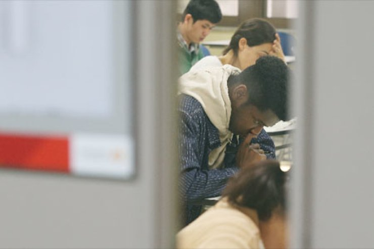 Foreigners are taking the 46th TOPIK  test /Courtesy of Yonhap