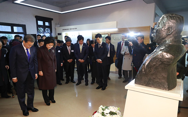 Moon pays tribute to Korea's provisional government