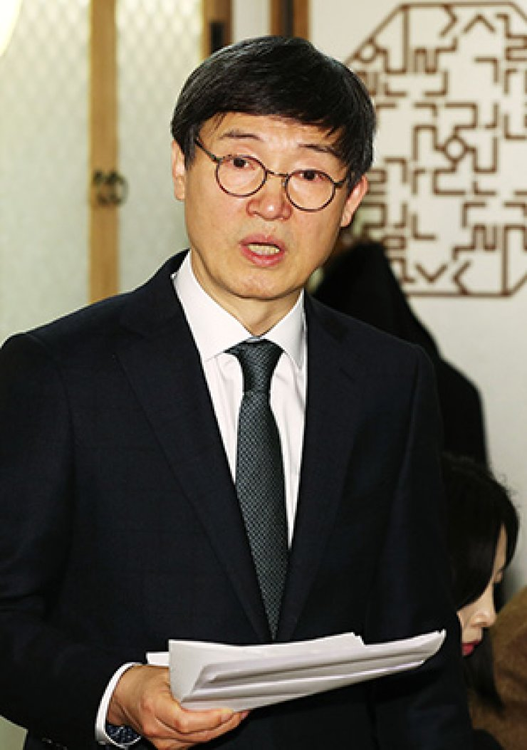 Kim Sa-in, newly appointed president of LTI Korea, speaks in front of the press Tuesday at a restaurant in Seoul.  /  Yonhap