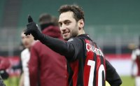 Soccer-AC Milan's Calhanoglu and Hernandez test positive for coronavirus