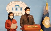 Troubled lawmakers leave parties to evade responsibilities