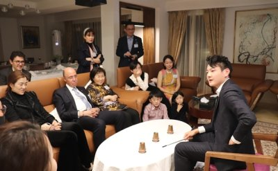 Magician Ed Kwon performs at Singaporean Ambassador's residence