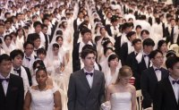 Thousands of 'Moonies' marry in mass wedding