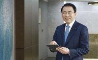Shinhan chief heads for IR roadshows