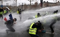 'Yellow vest' protesters in Paris clash with police