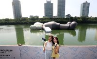 Artist inflates 28-meter floating sculpture on Seokchon Lake in Seoul
