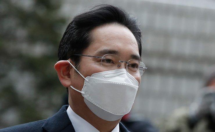 Lee's jail sentence casts cloud on Samsung's business