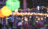 Lotus Lantern Festival celebrated in rain