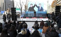 Defectors 'amazed' by South Koreans' positive reactions to Kim's Seoul visit