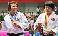 Judoka Jeong defends Asiad title