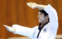 Two Koreans display 'perfect' taekwondo forms