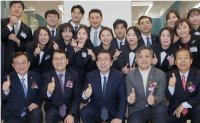Shinhan opens new branch in Seoul City Hall