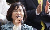 Singer Lee Sun-hee confirms divorce